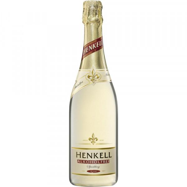 Schäumendes Getränk aus alkoholfreiem Wein