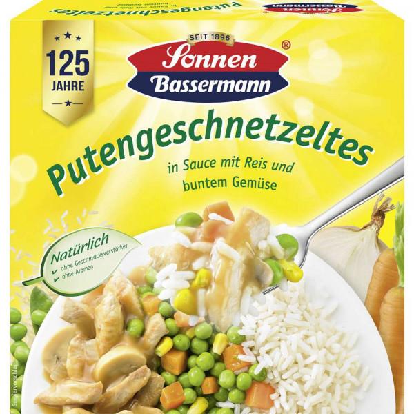 Putengeschnetzeltes in Sauce mit Bandnudeln & buntem Gemüse